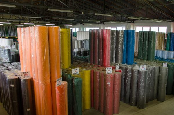 sklad netkaných textílií